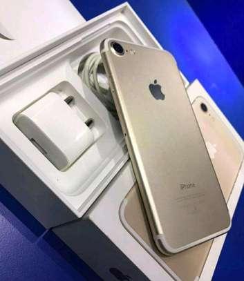 Apple Iphone 7 Gold 256gb Under International Warranty image 3