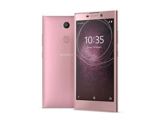 """Sony Xperia L2 Smartphone: 5.5"""" Inch - 3GB RAM - 32GB ROM - 13MP Camera - 4G LTE - 3300 MAh Battery Product by Sony image 1"""