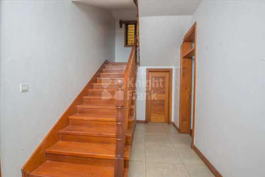 Stunning 5 Bedroom Townhouse to rent in Lavington image 5