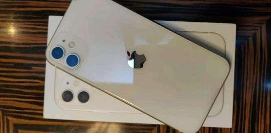 Apple Iphone 11 Gold 256gb Under International Warranty image 1