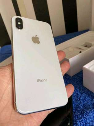 Apple Iphone x silver [ 256 Gigabytes ] With Charging Pad image 3