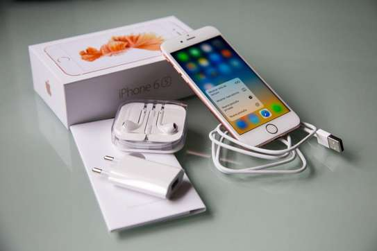 Apple iPhone 7 - 128GB - 2GB RAM - 12MP Camera - Single SIM image 1