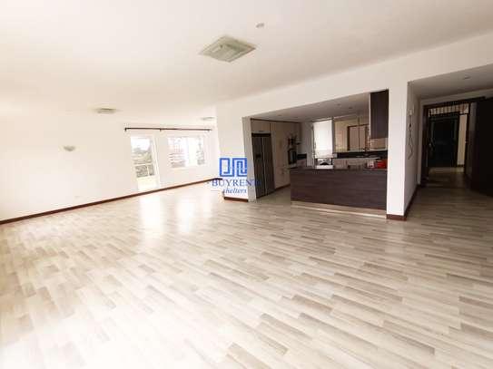 3 bedroom apartment for rent in Rhapta Road image 4
