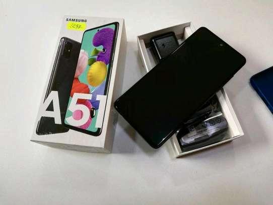 Samsung Galaxy A51 128 Gigabytes image 2
