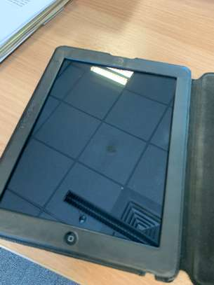 iPad 3 64GB Wifi + 4G (Plus Leather Magnetic Lock Case) image 5
