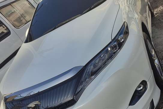 Toyota Harrier image 3