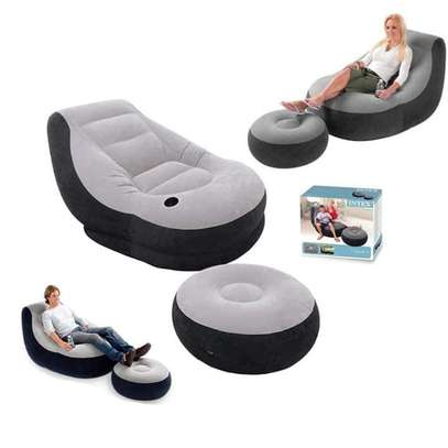 INTEX Inflatable Seat With Footrest + Manual Pump image 1