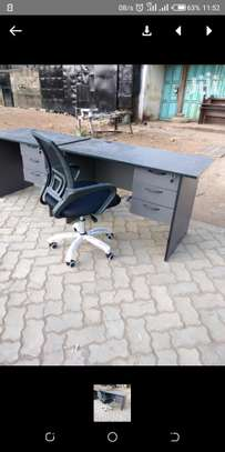 An office desk with a good quality black mesh office seat image 1