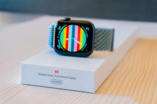 Apple Watch SE: 40mm image 1