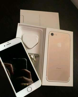 Apple Iphone 7 / 256 Gigabytes / Gold And Wireless Airpods image 2