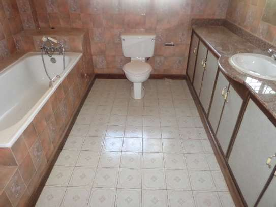 6 bedroom house for rent in Nyari image 19
