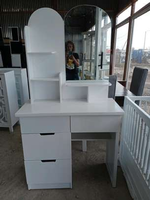 Dressers for sale/modern dressing table with.mirror/dressing mirrors for sale in Nairobi image 2