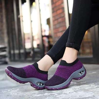 Offer on flyknit lady sneakers