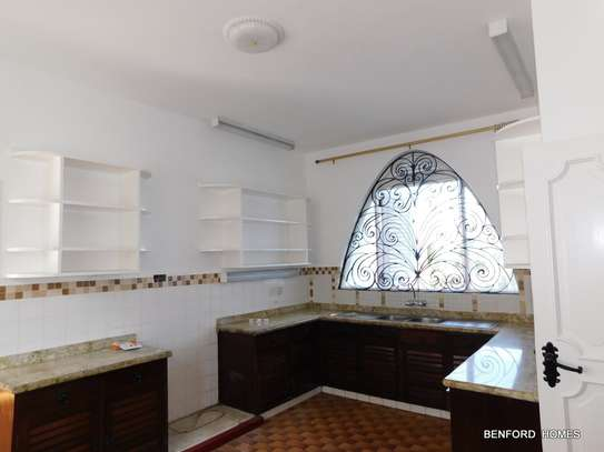 6 bedroom house for rent in Nyali Area image 6