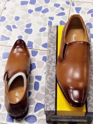 Men's official shoes. image 2