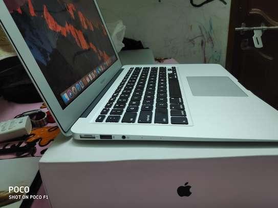 MacBook Air core i5 yr 2017 image 1