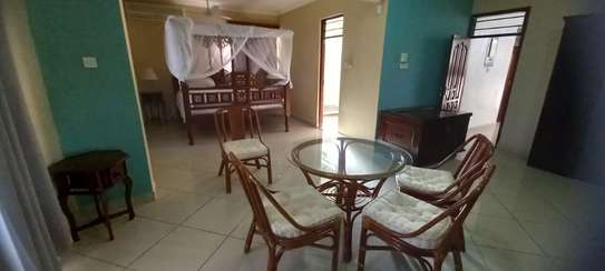 4br Furnished house with SQ for rent in Old Nyali. HR31 image 12