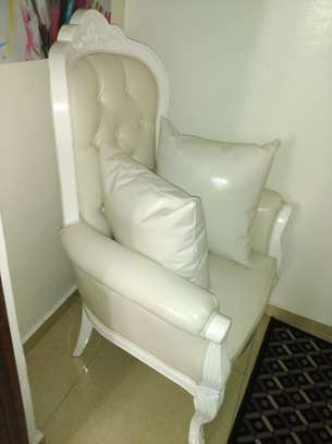 1 Comfy butterfly white leather sofa. image 1