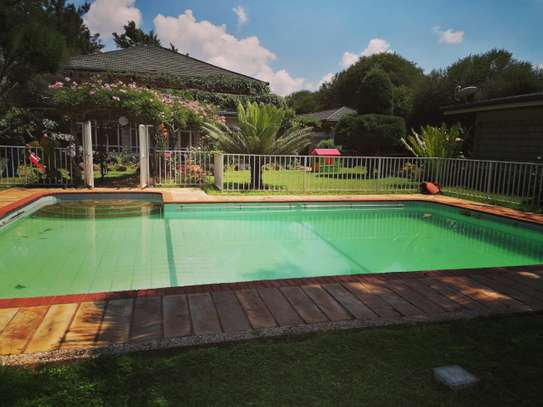 A beautiful 4 bedroom all en suite modern house with swimming pool, Guest wing & DSQ