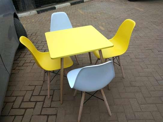 Eames set table