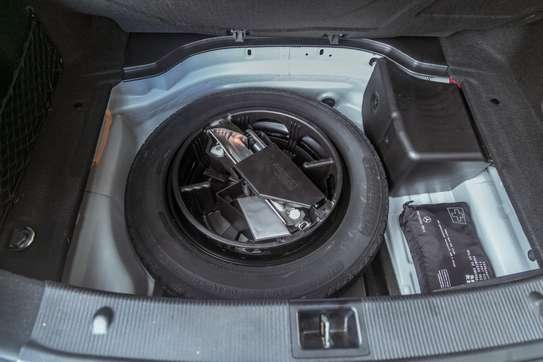 Mercedes-Benz C200 image 15