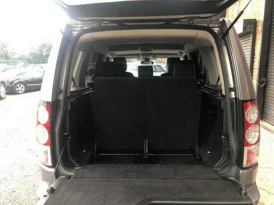Land Rover Discovery IV image 10