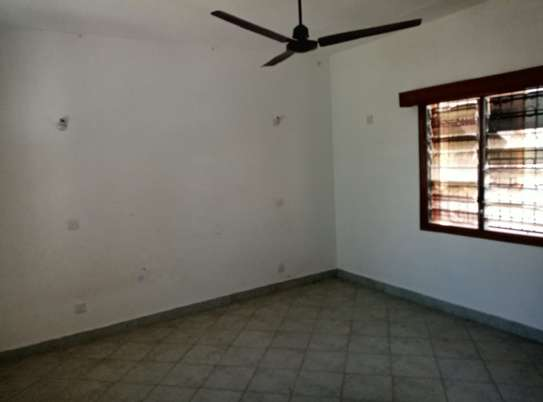 4 br house for rent in Nyali inside a gated community image 4