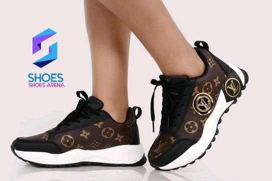 Original Lv sneakers image 4