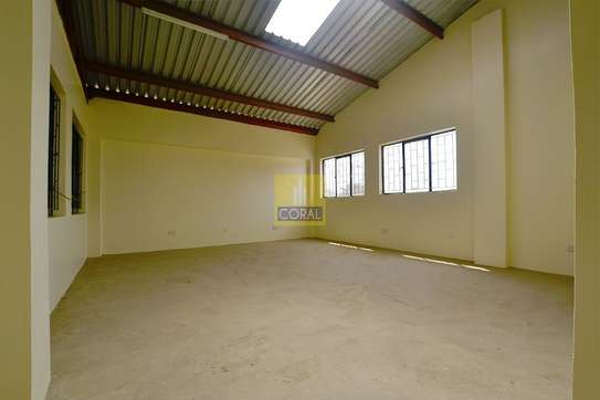 6000 ft² warehouse for rent in Industrial Area image 9