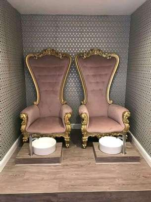 Elegant Classic Throne Armchairs image 1