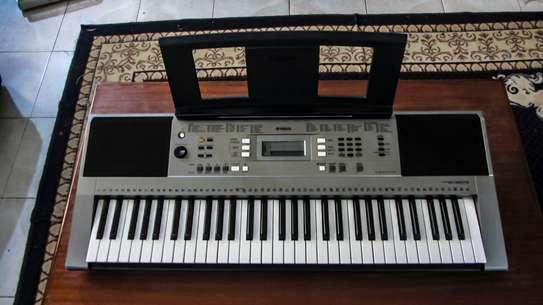 Yamaha Keyboard PSR 353 with bag