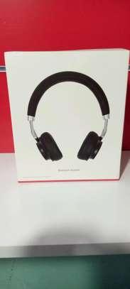 headset image 1