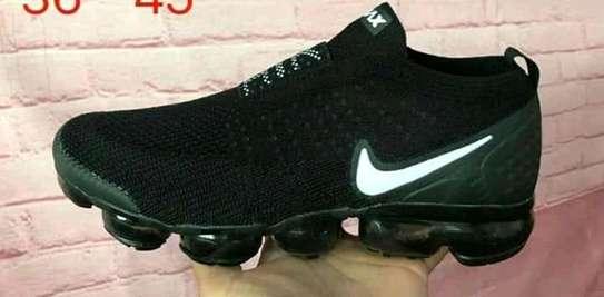sports shoes/men image 1