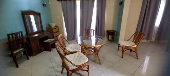 4br Furnished house with SQ for rent in Old Nyali. HR31 image 14