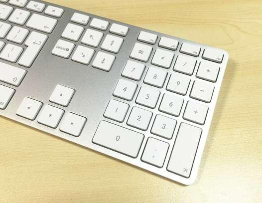 Apple MAC G6 A1243 Keyboard Wired USB w/ Numeric Keypad Full Size-UK/GB English image 3