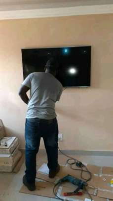 Wallpaper Installation, Tv Mounting and Home Decor Services