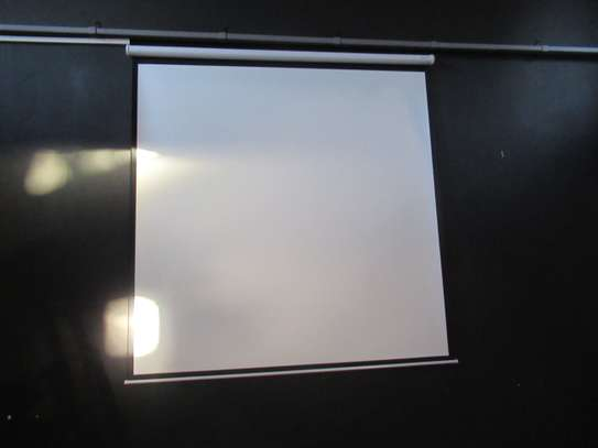 MOTORIZED PROJECTION SCREEN 96""