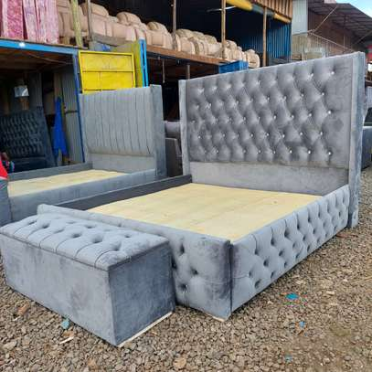 5x6 Chester Bed with Ottoman image 1