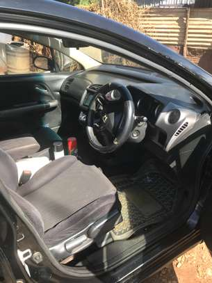 Clean Honda Stream 7 seater image 3