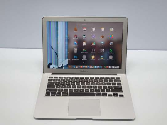 MacBook Air's Common Problems and Repairs: MacBook Air Broken Screen/Bleeding LCD replacement image 1