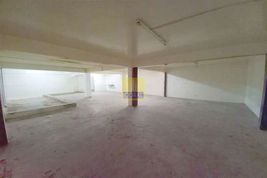 2140 ft² shop for rent in Industrial Area image 4