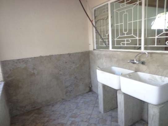 6 bedroom house for rent in Nyari image 17