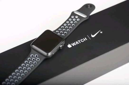 Series 5 Apple WATCH image 1