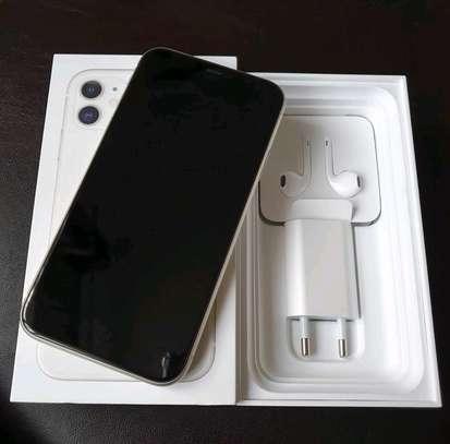 Apple Iphone 11 White 256 Gigabytes image 4