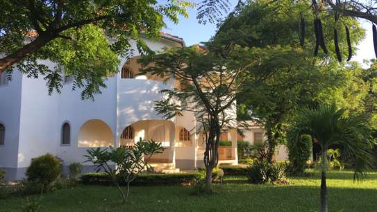 1/4 Acre with 4 apartments House for sell