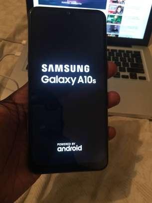 Samsung a10s image 2
