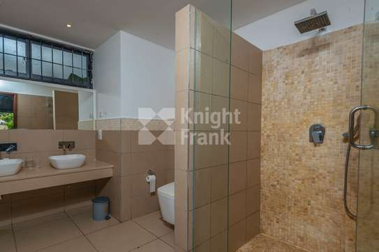 Furnished 3 bedroom apartment for sale in Bamburi image 7