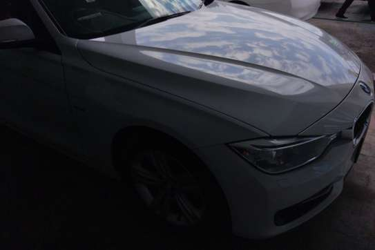 BMW 320i Automatic image 1