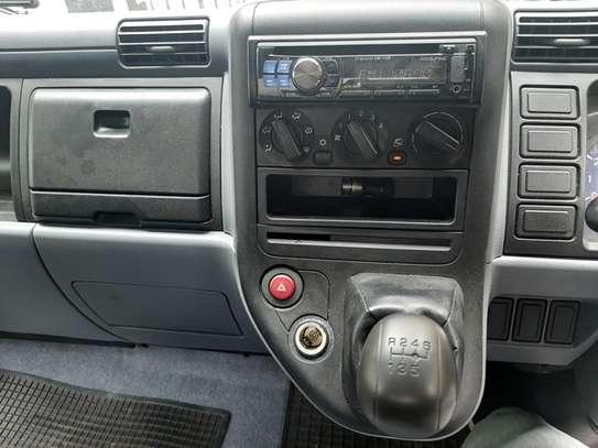 Mitsubishi Canter image 4
