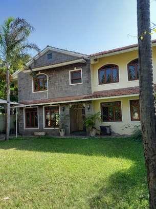 5 bedroom townhouse for rent in kizingo image 2